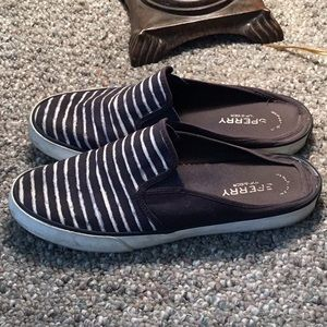 EUC Sperry Top-Sider Slip-Ons
